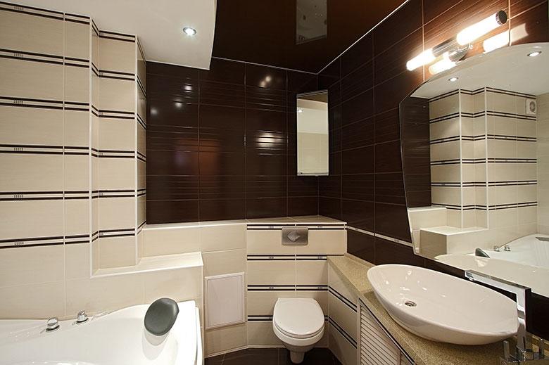 Badkamer voorbeelden kleine ruimte - Kleine betegelde badkamer ...