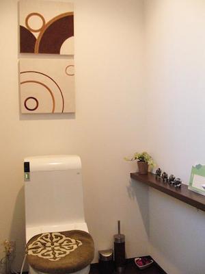 トイレにファブリックパネル