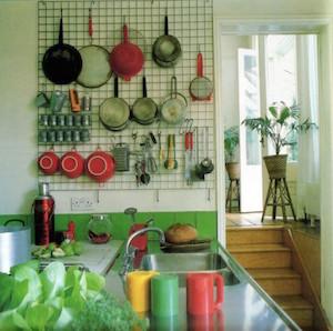 調理器具を壁に掛けてオシャレに収納