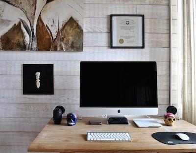 Macがあるおしゃれな机の周り2