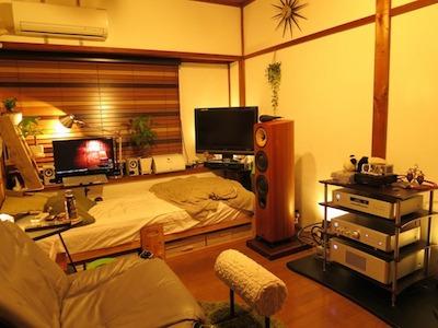 間接照明を駆使した男性の一人暮らしの部屋