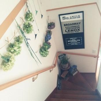 緑のある階段のインテリア実例