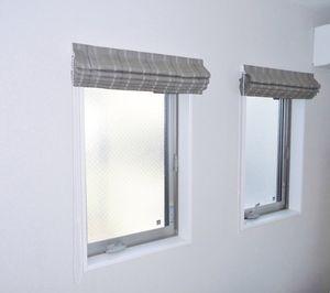 小窓にプレーンシェード