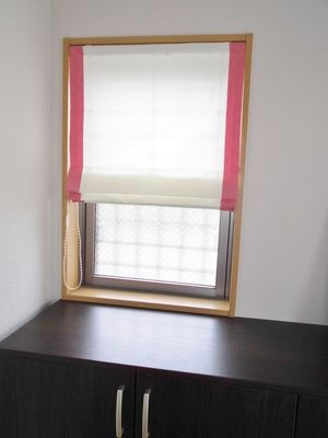 玄関 小窓 プレーンシェード ボーダー付