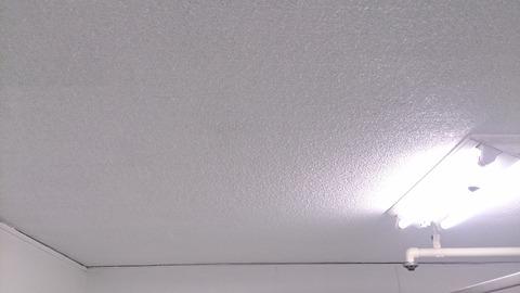 くすんだ天井が塗装でこんなに綺麗に♪