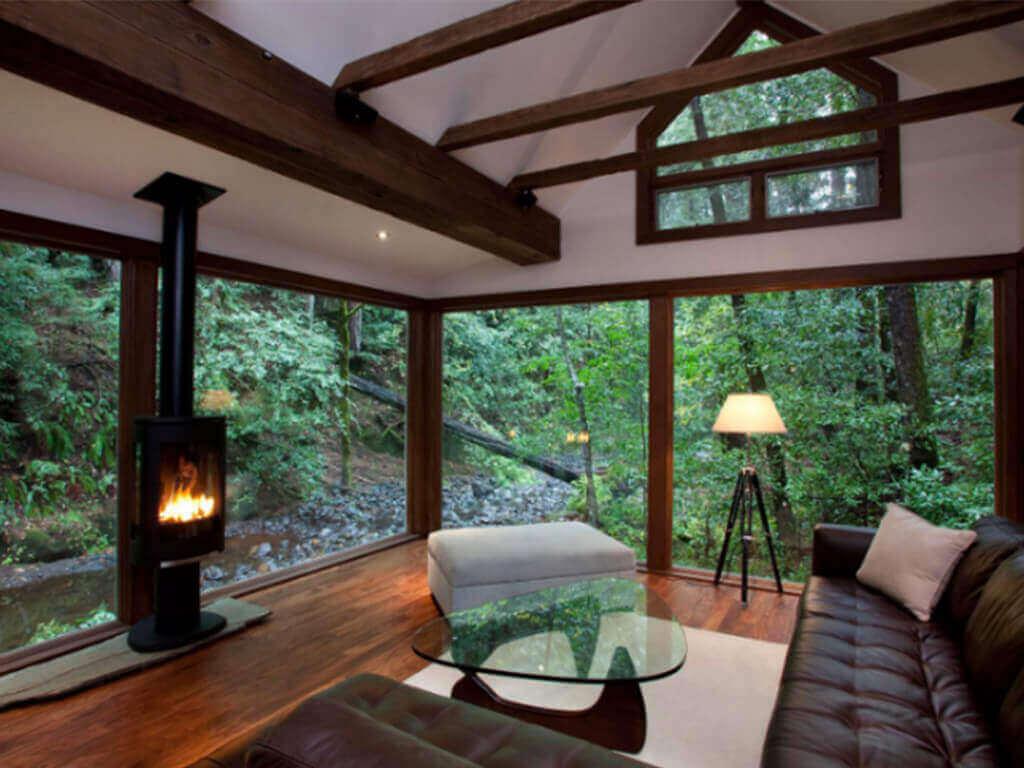 interior rumah mungil creekside cabin
