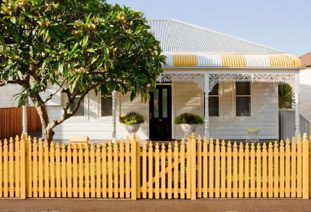 pagar rumah dari kayu