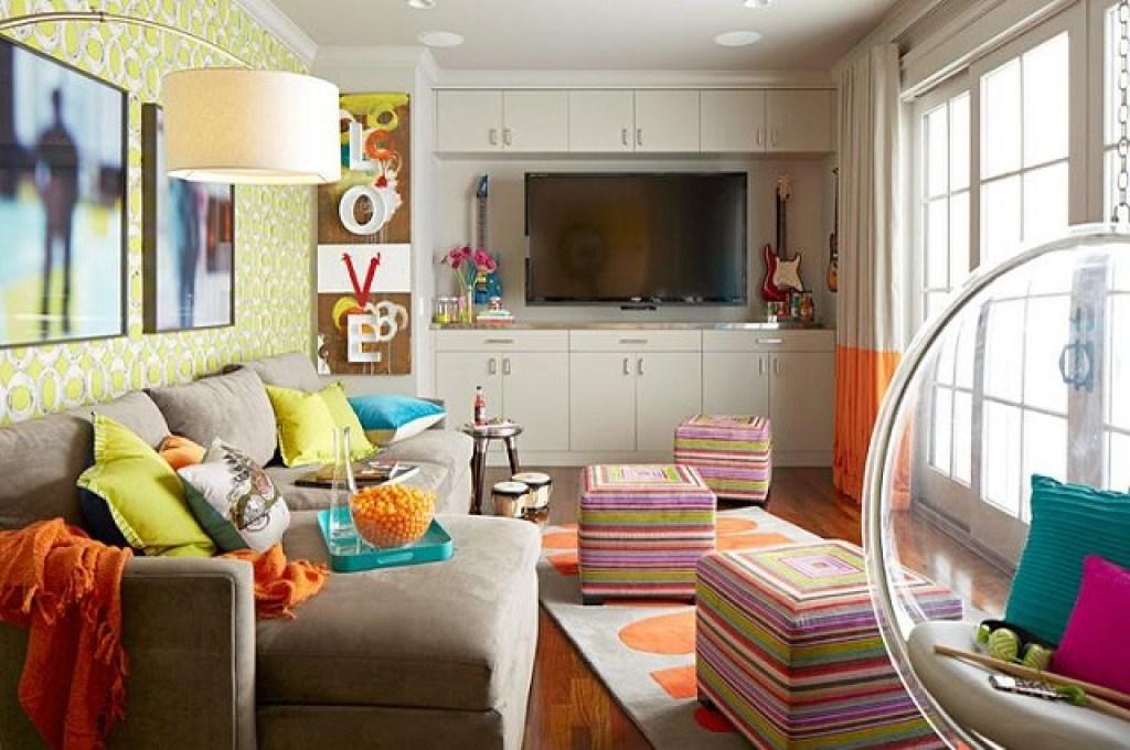 dekorasi dengan banyak pola dan warna