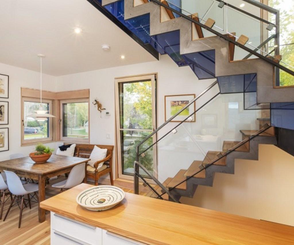 interior rumah minimalis; area tangga dan ruang makan