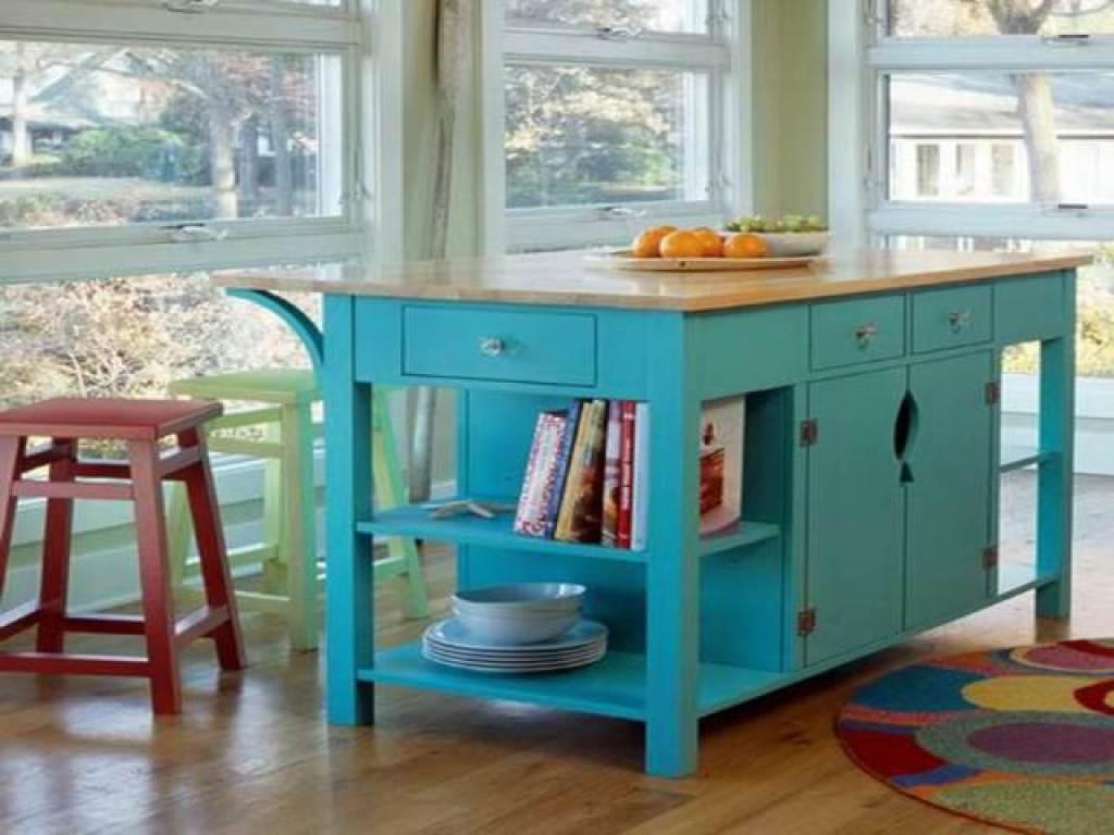 Kesalahan desain dan dekorasi dapur; storage cabinet sekaligus dining table yang unik