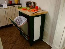 Kesalahan desain dan dekorasi dapur; desain meja kerja dengan tempat sampah terintegrasi
