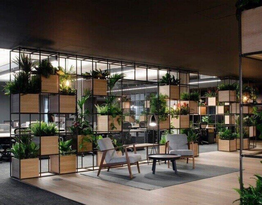 desain ruang kantor dengan tanaman