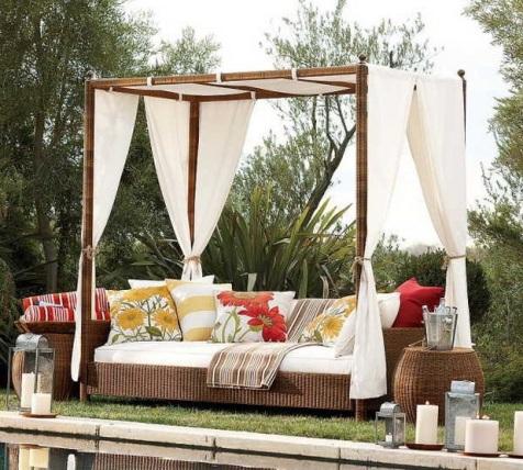 Romantic Outdoor Canopy Beds - Interior design on Romantic Backyard Ideas id=13336