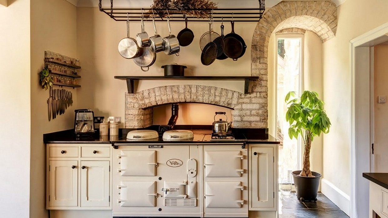 Eight great ideas for a small kitchen | Interior Design ... on Small Space:fn118Lomvuk= Small Kitchen Ideas  id=47978