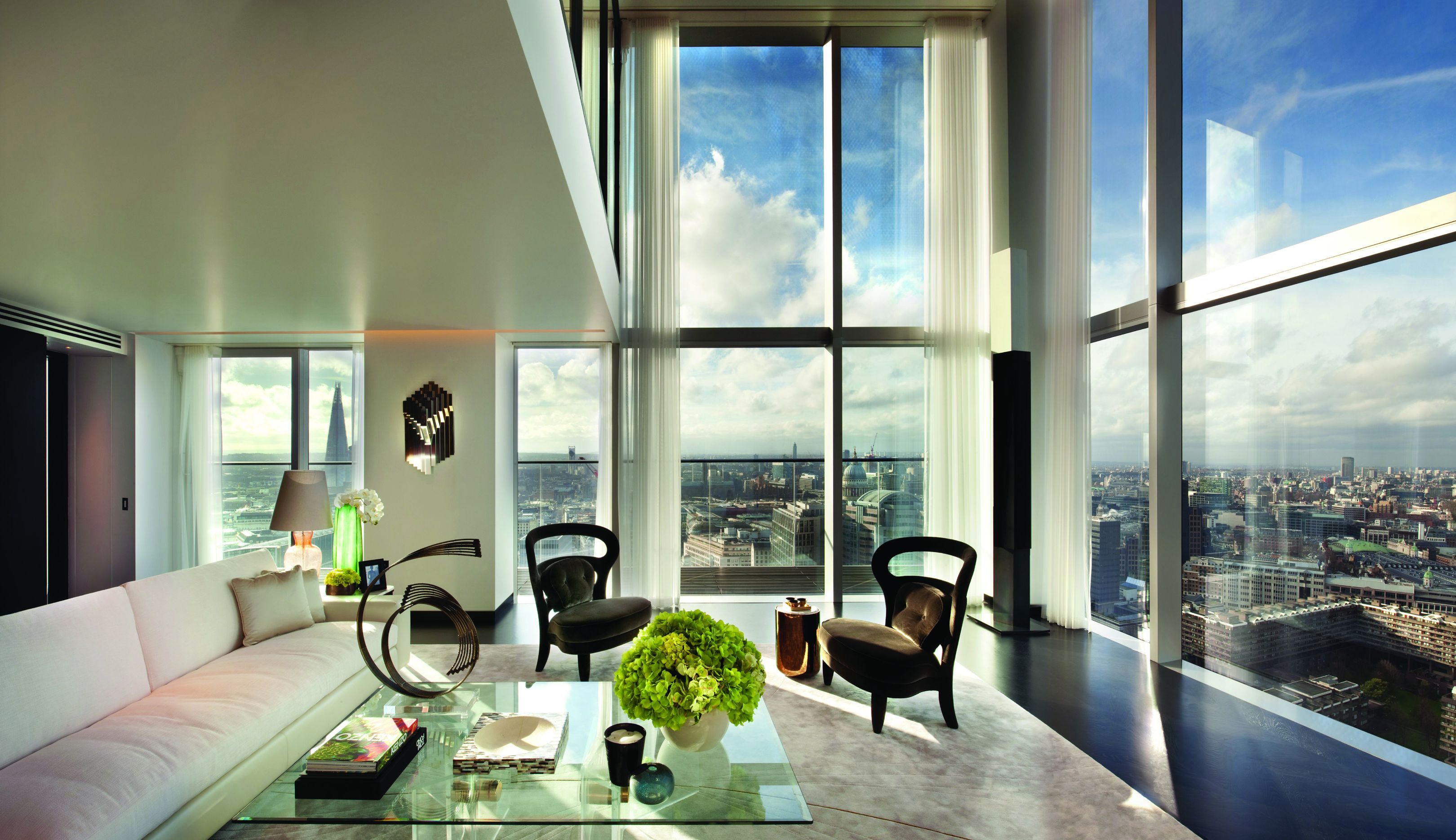 Penthouse At The Heron In City Of London