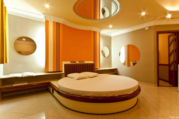 Ceiling Mirrors Over Bed That Will Take Your Attention on Mirrors Next To Bed  id=32462