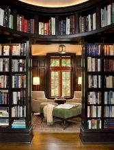 Five Tips For A Traditional Style Library ⊶ Via Homedit #BookshelfIdeas