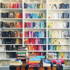 Rainbow Bookshelves Are The Easiest Way To Be ⊶ Via Popsugar #HomeLibraryDesign