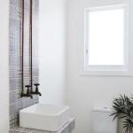 44 ideas para decorar y organizar baños pequeños (16)