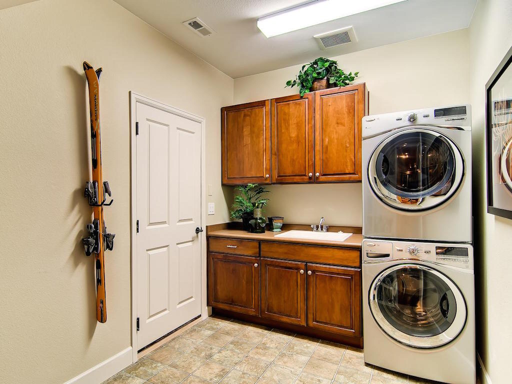 20 Modern Laundry Room Design Ideas   Interior God on Laundry Room Decor  id=37727