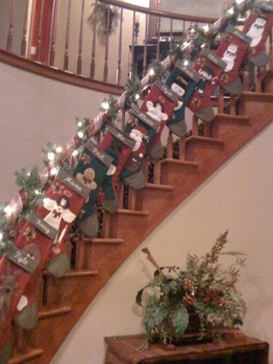 41 Impressive Christmas Stairs Decoration Ideas Interior God