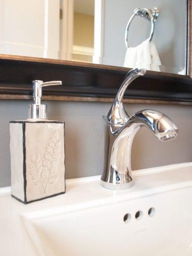 Master-Bath-Square-Mirror