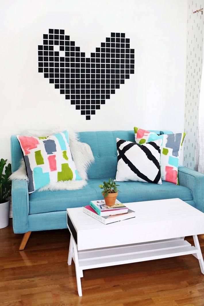 яркий синий диван в интерьере фото