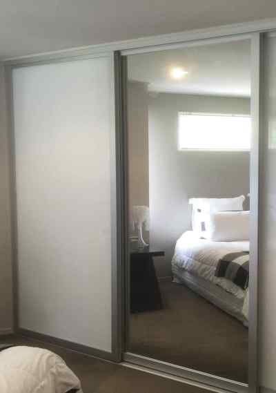 Silver SE - White melamine & Mirror Sliding door