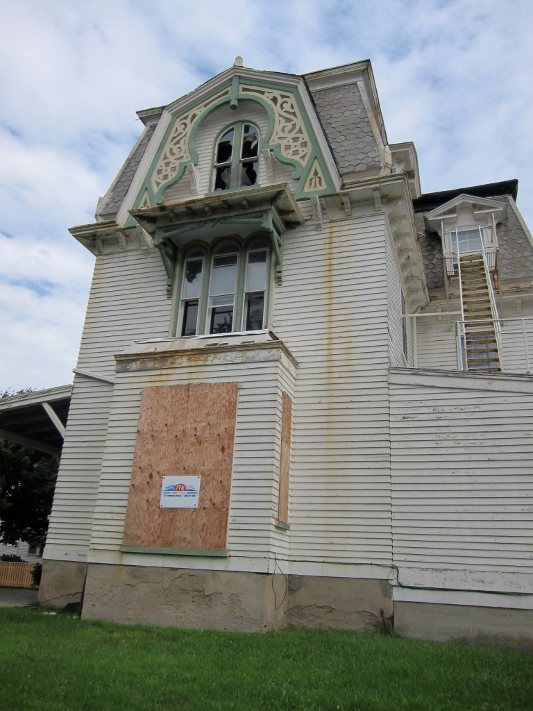 Queen Anne in Disrepair
