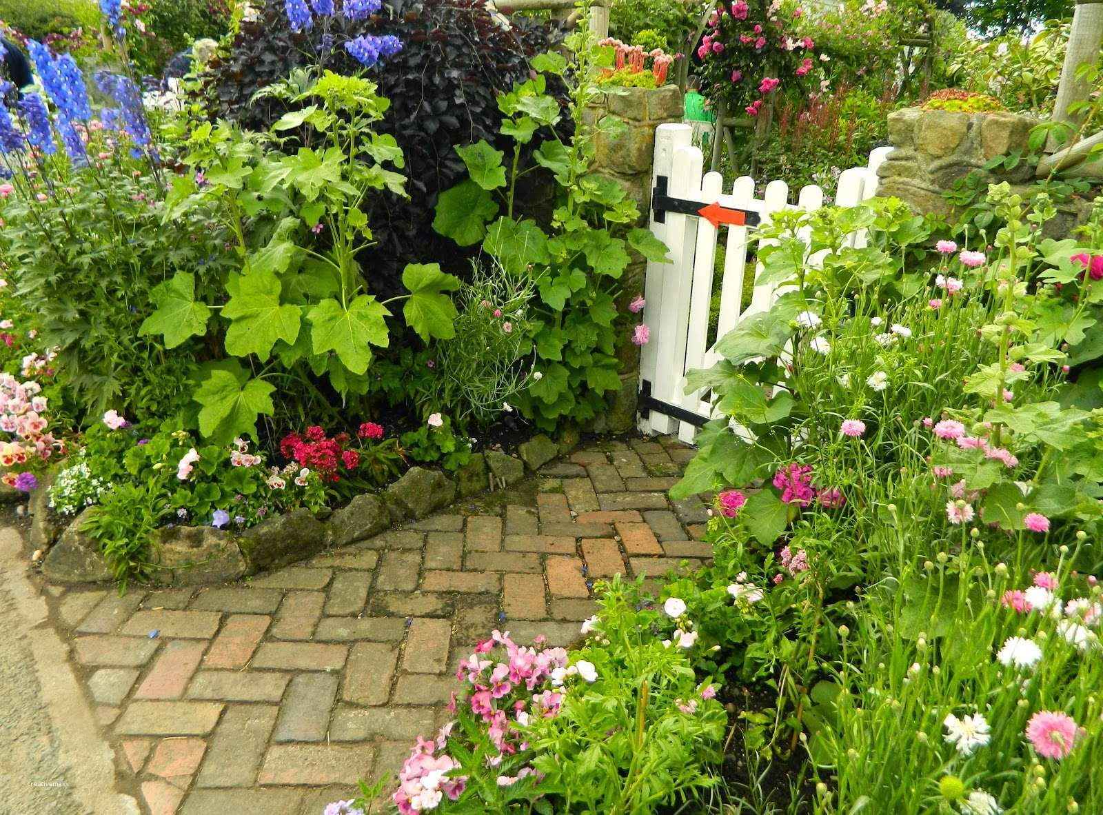 20 Charming Cottage Garden Ideas and Designs - InteriorSherpa on Cottage Patio Ideas id=75488