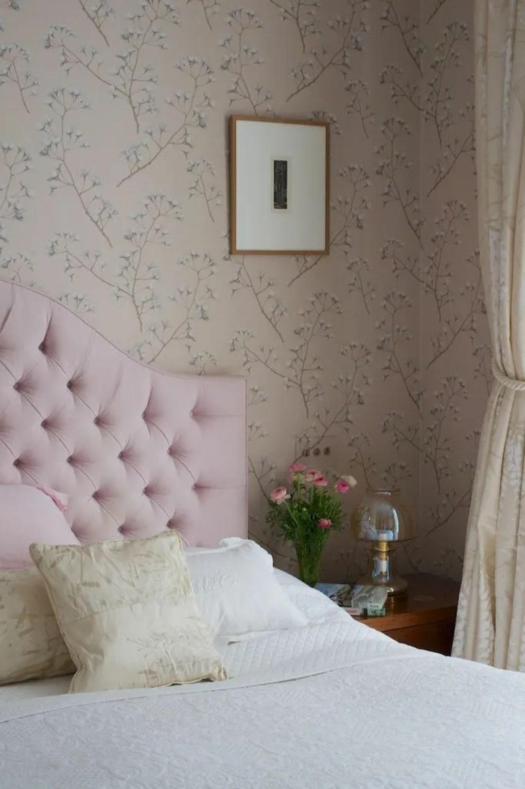 Gloucester Cresent Pink headboard bedroom