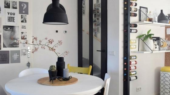 Een origineel wijnrek in huis met de wijnpaal interiortwin