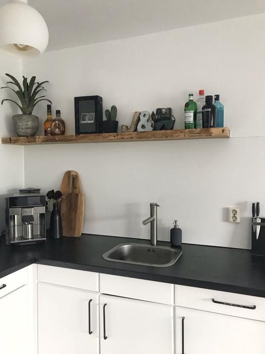 robuust houten plank in huis-1
