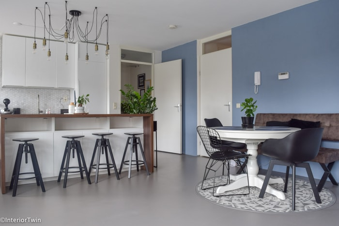 blurry blue wood & wall gamma