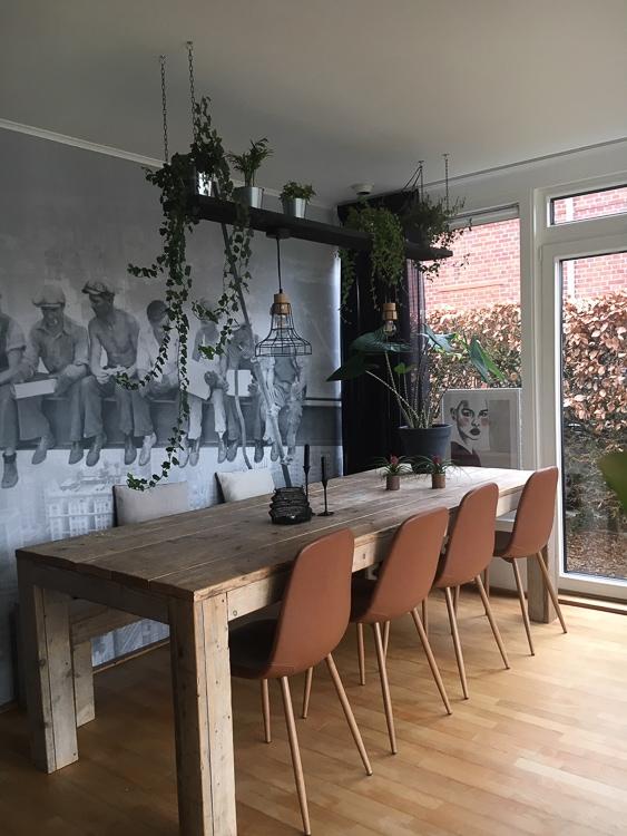 robuuste eetkamer met stoer zwart wit fotobehang