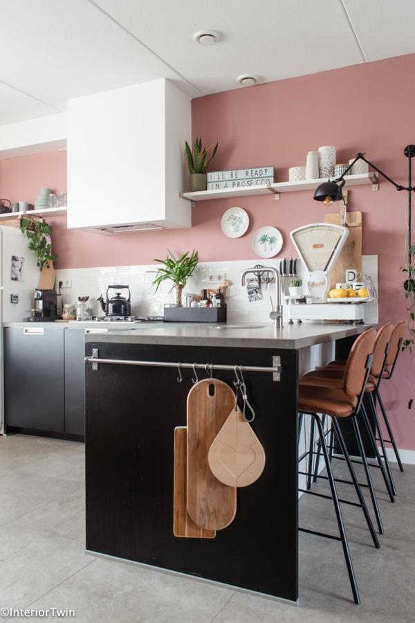 roze-zwart-en-wit-in-keuken