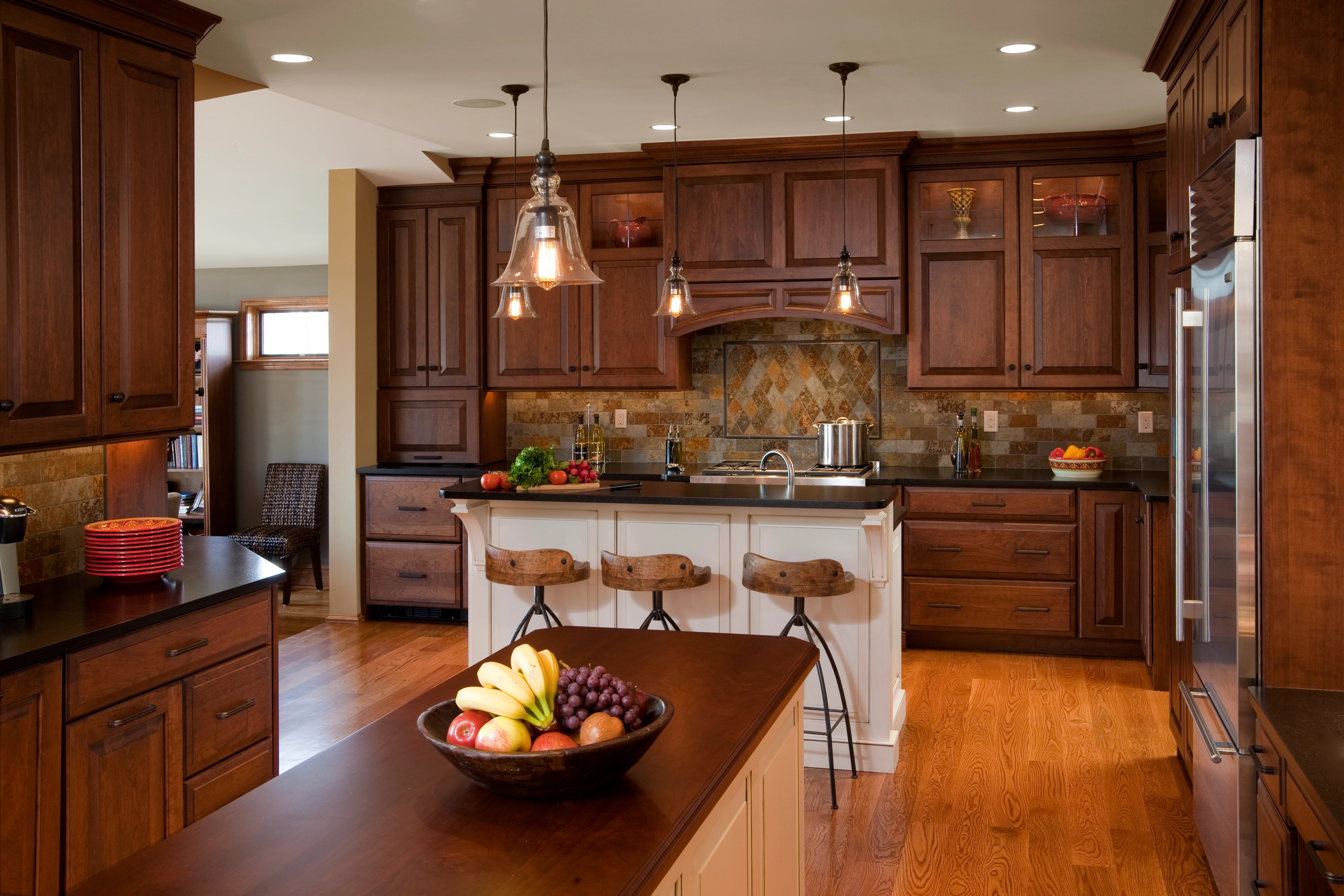 Classic And Attractive Traditional Kitchen Designs ... on Traditional Kitchen Decor  id=31003