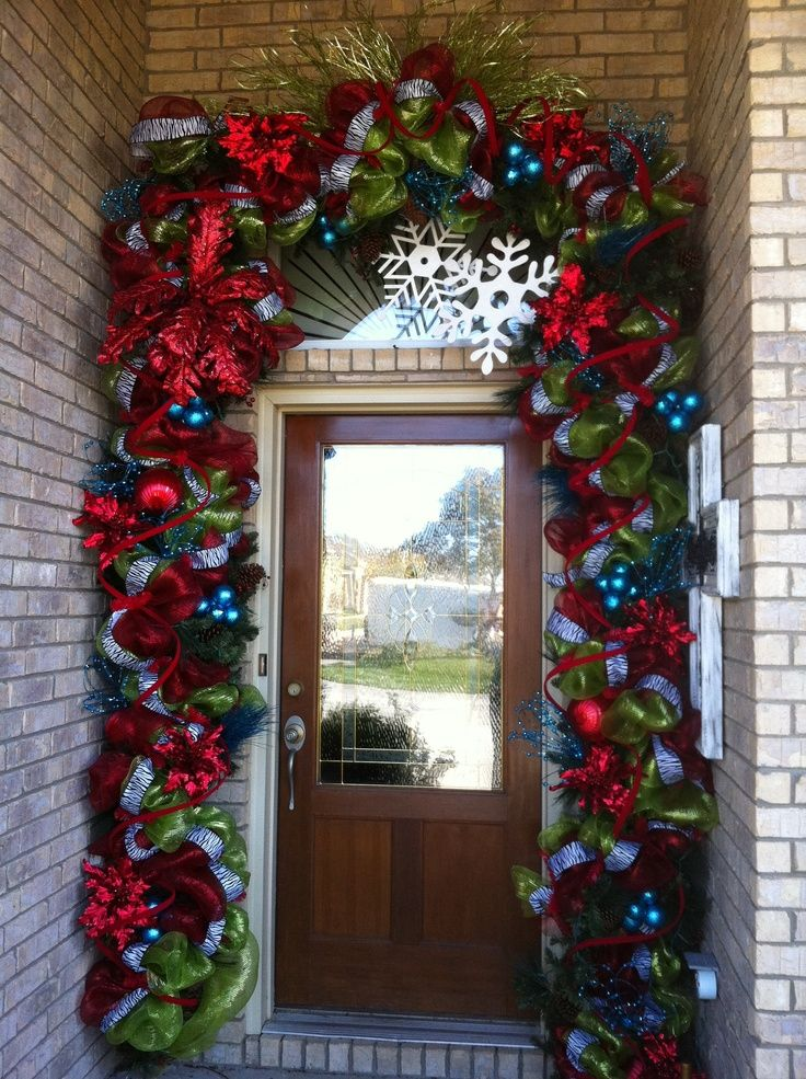 Every item on this page was curated by an elle decor editor. 40 Fantastic Christmas Door Decorating Ideas - Interior Vogue