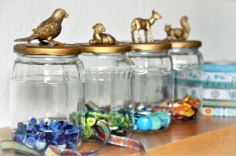 http://beaulifestyle.blogspot.dk/2011/12/diy-animal-jars.html