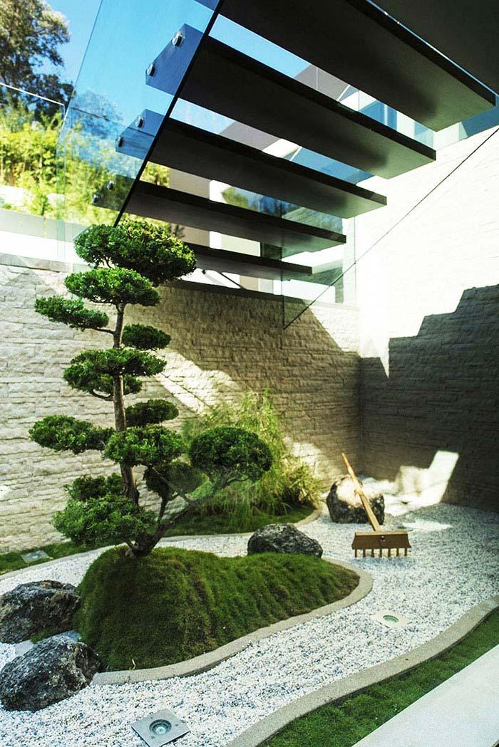 Zen Gardens & Asian Garden Ideas (68 images) - InteriorZine on Zen Backyard Ideas id=17732