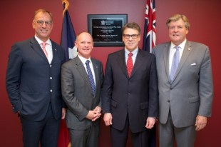 Mr Mark Stockwell, Chairman, Trade & Investment Queensland; Honorable Campbell Newman M.P, Premier of Queensland; Honorable Rick Perry, Governor of Texas; Mr Geoffrey Thomas, Deputy Chair, Trade & Investment Queensland. Photo courtesy of Trade & Investment Queensland.