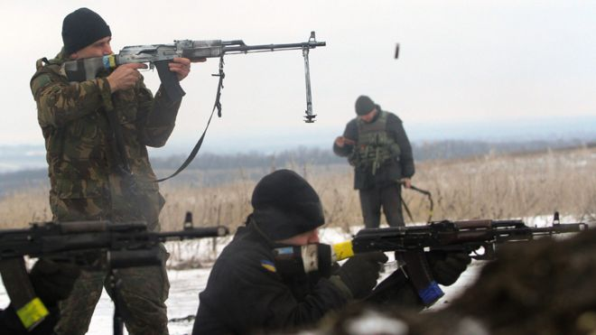 Ukrainian troops come under fire in Donbas