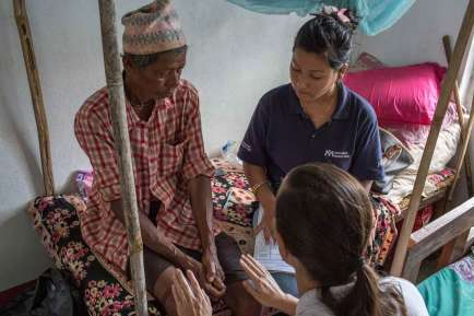 DHUWAKOT-NEPAL---July-17-2015-A-physiotherapist-team-from-a-IMC-Mobile-Unit-perform-medical-checks-on-a-patient-during-a-field-visit_WEB