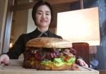 Venderán hamburguesa de 3 kilos a 100 mil yenes en honor al nuevo emperador de Japón
