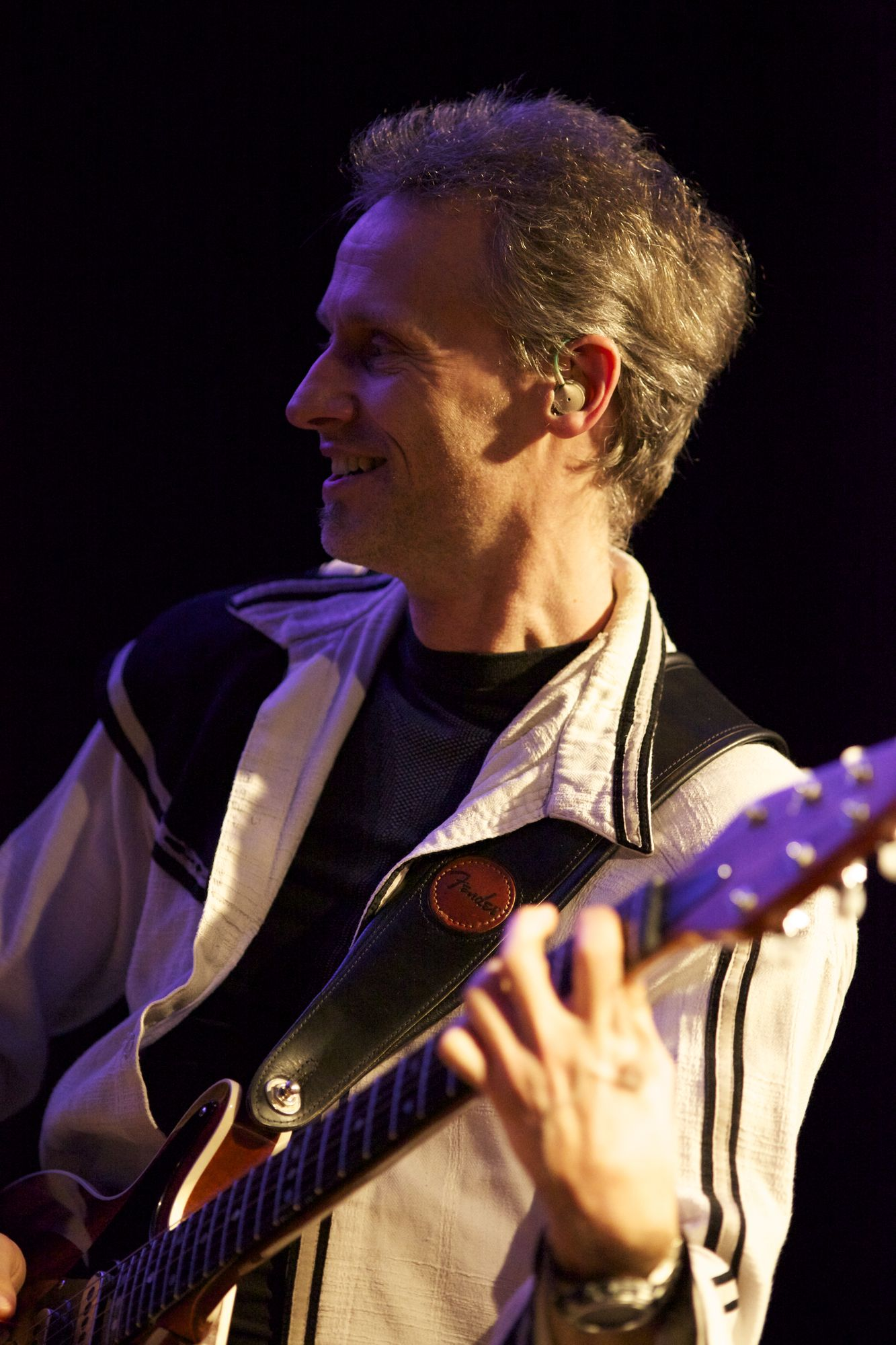 Thomas Engelmann an der Gitarre in der Queen-Tribute Band Merqury 2012