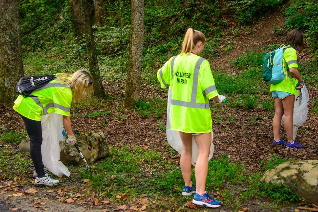 Smokies Park Hosts Multiple Volunteer Opportunities in Celebration of National Public Lands Day
