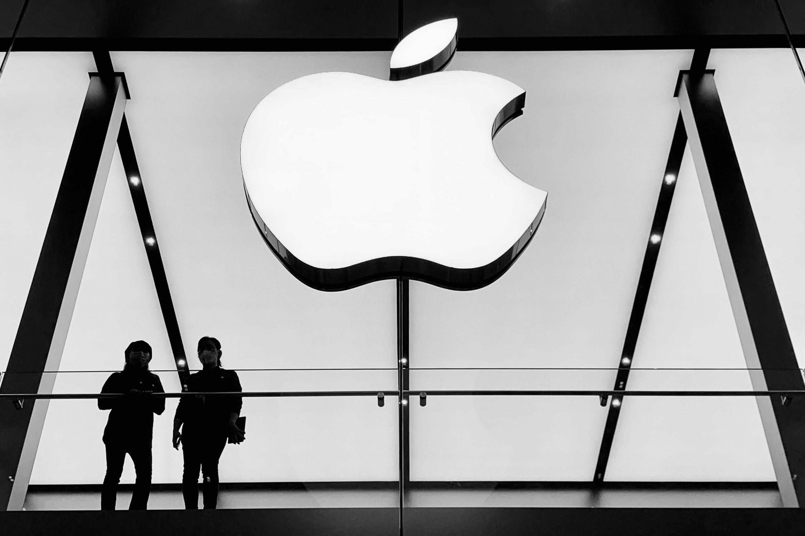 Apple-Tesla-Split-Internet-Bull-Report