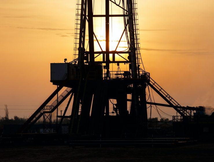 Oil-renewable-internet-bull-report