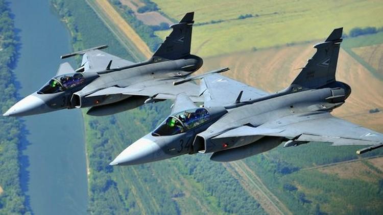 Riasztották a Gripeneket: 28 gép repült be engedély nélkül hazánk légterébe