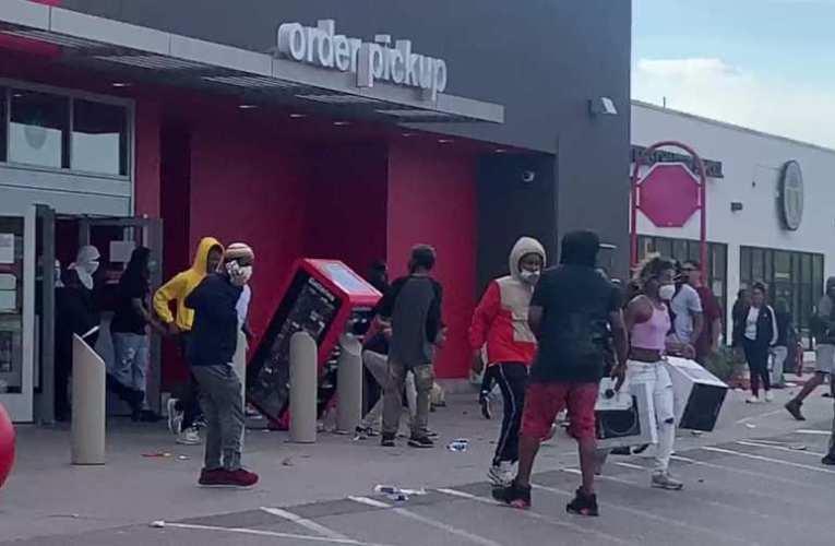 Elképesztő! A budapesti antifasiszták oldala boltok kifosztására és lopásra buzdít
